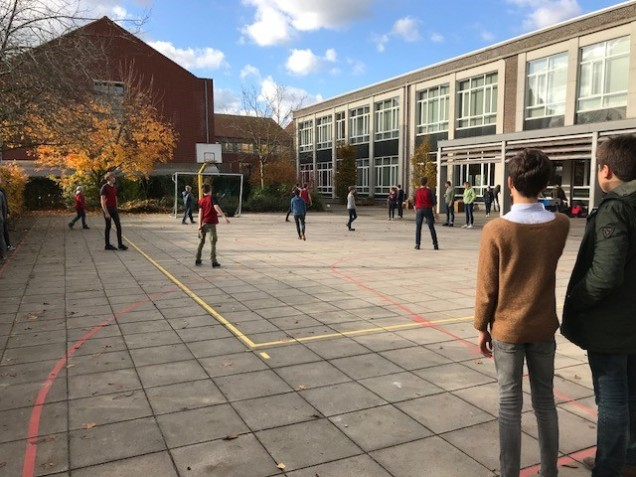 speelplaats middenschool Sint-Lutgart