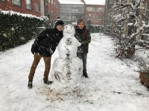 Sneeuwman op de Speelplaats in Sint-Lutgart, Beernem